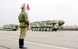 epa02124929 An honour guard stands as the strategic missiles Topol-M pass in the village Alabino outside Moscow, Russia 20 April 2010 during the rehearsal of the military parade which will take place on the Red Square on 09 May, devoted to the victory of the Soviet Union over Nazi Germany in the WWII  EPA/YURI KOCHETKOV