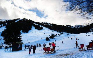 Τα χιονοδρομικά κέντρα ελπίζουν σε περισσότερο χιόνι.