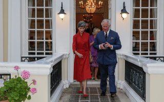 Η Κέιτ Σμιθ με τον πρίγκιπα Κάρολο στην επίσκεψή του στην Ελλάδα.