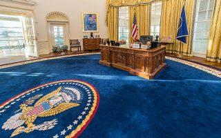 Το μυθιστόρημα «Ο πρόεδρος αγνοείται» μας οδηγεί στα άδυτα του Λευκού Οίκου και στις ίντριγκες της Ουάσιγκτον κατά το πενθήμερο που εκτυλίσσεται η ιστορία.