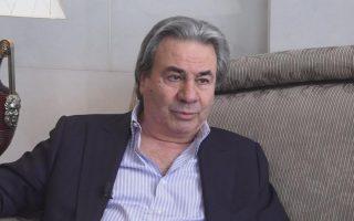 Ο Ν. Μούγιαρης υπήρξε πρόεδρος της μεγάλης εταιρείας καλλυντικών MANA Products και ιδρυτής του Συμβουλίου Ελληνοαμερικανικής Ηγεσίας (HALC).