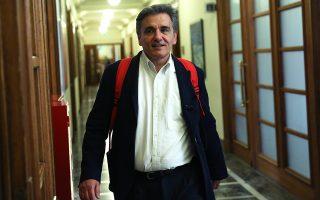 Ο υπουργός Οικονομικών Ευκλείδης Τσακαλώτος σημείωσε ότι το «μαξιλάρι» ρευστότητας μπορεί να χρησιμοποιηθεί για την εξαγορά δανείων του ΔΝΤ, της ΕΚΤ ή και των δύο, που έχουν μεγάλο επιτόκιο και μικρή διάρκεια.