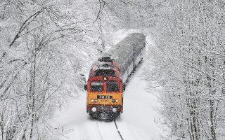 Σφοδρή χιονόπτωση, χθες, σε περιοχή δυτικά της Βουδαπέστης.