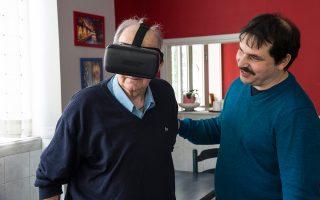 Με την ειδική μάσκα εικονικής πραγματικότητας, οι ηλικιωμένοι βλέπουν ακόμα και πολιτιστικά μνημεία.