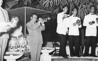 Ο Γιώργος Μουζάκης ξεσηκώνει τα πλήθη με την τρομπέτα του τη δεκαετία του '50. Στις 5 Μαρτίου στο Μέγαρο Μουσικής, στο πλαίσιο της σειράς «Γέφυρες», η εποχή αναβιώνει μέσα από ένα αφιέρωμα στον συνθέτη που σημάδεψε το ελαφρό τραγούδι.