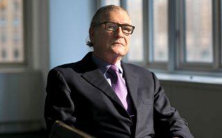 Ο 76χρονος Νάθαν Μιλικόφσκι σπούδασε νομικά στο Yale University και στο New York University School of Law και θεωρείται επενδυτής που ειδικεύεται στις αναδιαρθρώσεις προβληματικών επιχειρήσεων. Τα εταιρικά του οχήματα, εκτός από την Jordan International, περιλαμβάνουν και την Jordanmill Ventures, την Premia Spine που ειδικεύεται στα ιατρικά μοσχεύματα και την PS Investments που ειδικεύεται στο λιανικό εμπόριο τροφίμων.