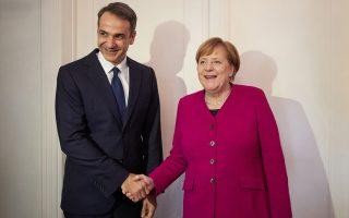 Ο πρόεδρος της Ν.Δ. Κυριάκος Μητσοτάκης και η Γερμανίδα καγκελάριος Αγκελα Μέρκελ διαπίστωσαν πολλές συγκλίσεις στην οικονομία, όπως υπογράμμισε η ίδια μιλώντας σε Γερμανούς δημοσιογράφους. Διαφώνησαν, όμως, για τις Πρέσπες.