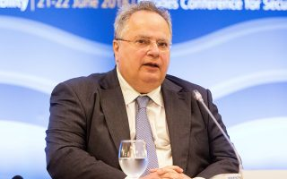 Ο τέως υπουργός Εξωτερικών, Νίκος Κοτζιάς, δηλώνει στην «Κ» ότι υπάρχει πλειοψηφία για τη συμφωνία των Πρεσπών και υπογραμμίζει ότι ο κ. Τσίπρας έπρεπε να είχε λύσει νωρίτερα τη συμφωνία της συγκυβέρνησης, από το καλοκαίρι.
