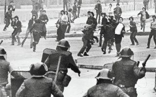 Λόντοντερι. Συγκρούσεις διαδηλωτών με Βρετανούς στρατιώτες. Στις «μάχες των οδοστρωμάτων» συμμετείχαν άτομα ετερόκλητης προέλευσης.