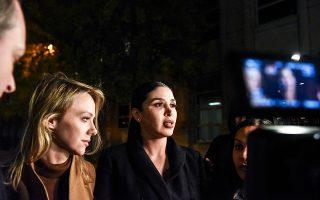 Η σύζυγος του Ελ Τσάπο, Εμα Κορονέλ Αϊσπούρο (δεξιά), σε φωτογραφία του Νοεμβρίου στο δικαστήριο του Μπρούκλιν.