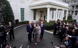 Η ηγεσία των Δημοκρατικών σε Βουλή και Γερουσία επιβεβαίωσε τη συνέχιση του αδιεξόδου μετά τη σύσκεψη με τον Τραμπ.