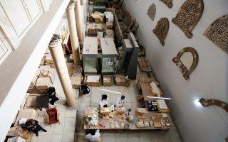 Οι ειδικοί του εθνικού αρχαιολογικού μουσείου της Δαμασκού έχουν αναλάβει το δύσκολο έργο.