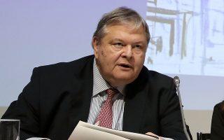 Ο Ευ. Βενιζέλος κατά την παρουσίαση του βιβλίου του «Η Δημοκρατία μεταξύ συγκυρίας και Ιστορίας. Προσδοκίες και κίνδυνοι από την αναθεώρηση του Συντάγματος», στο Γαλλικό Ινστιτούτο, στην Αθήνα, τον Δεκέμβριο.
