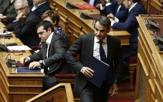 Ο πρόεδρος της ΝΔ Κυριάκος Μητσοτάκης προσέρχεται στο βήμα για να απευθύνει επίκαιρη ερώτηση για την ανομία στα Πανεπιστήμια, στην