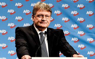 Ο ηγέτης της AfD και υποψήφιος στις ευρωεκλογές, Γεργκ Μόιτεν, μιλάει στο συνέδριο στη Ρίζα.