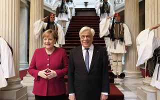 Ο Πρ. Παυλόπουλος εξήρε τον ρόλο της κ. Μέρκελ στην ελληνική κρίση.