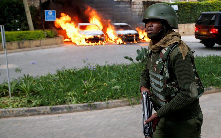 Ναϊρόμπι: Ανταλλαγές πυρών και εκρήξεις στη διάρκεια της νύχτας στο κτιριακό συγκρότημα – 15 νεκροί