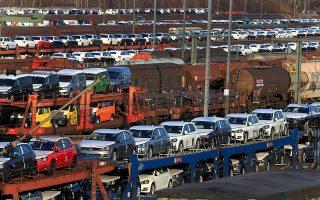 Η επιβράδυνση της ανάπτυξης αποδίδεται και στην πτώση των πωλήσεων στον κλάδο της αυτοκινητοβιομηχανίας, λόγω των αυστηρότερων κριτηρίων στις εκπομπές ρύπων.
