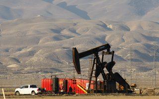 Τα τελευταία χρόνια αυξάνεται με ιλιγγιώδεις ρυθμούς η παραγωγή σχιστολιθικού πετρελαίου στις ΗΠΑ. Στη διάρκεια του 2018 σημειώθηκε πρωτοφανής αύξηση άντλησης του «μαύρου χρυσού» κατά 2,1 εκατ. βαρέλια την ημέρα. Κάτι ανάλογο εκτιμάται πως θα συμβεί και στη διάρκεια του 2019.