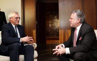 Ο αναπληρωτής υπουργός Εξωτερικών Γ. Κατρούγκαλος κατά τη χθεσινή συνάντησή του με τον υφυπουργό Εξωτερικών της Ρωσικής Ομοσπονδίας Αλεξάντερ Γκρούσκο.