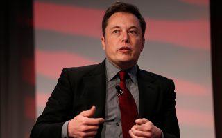 Ο επικεφαλής της Tesla, Ελον Μασκ, παραδέχθηκε πως, παρότι η εταιρεία του έχει σημειώσει τεράστια πρόοδο, τα προϊόντα της εξακολουθούν να φαίνονται εξαιρετικά ακριβά στους περισσότερους καταναλωτές.