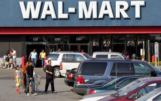 Οι αλυσίδες σούπερ μάρκετ, συμπεριλαμβανομένων των Walmart και Kroger, ήδη αντιλαμβάνονται μια πτώση των δαπανών σε προϊόντα δευτερευούσης σημασίας, όπως πατατάκια, σοκολάτες και μπαταρίες. Αλυσιδωτές αντιδράσεις στην οικονομία προκαλούνται, επίσης, από τη διακύβευση συμβάσεων ιδιωτών με το ομοσπονδιακό κράτος, με εκτιμήσεις για απώλεια εσόδων έως και 200 εκατ. δολαρίων, σε ημερήσια βάση.
