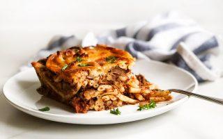 Η συνταγή των New York Times με αρνίσιο κιμά και πένες προκάλεσε αντιδράσεις. Μάλλον θα το ξανασκεφθούν να ασχοληθούν με την ελληνική κουζίνα.