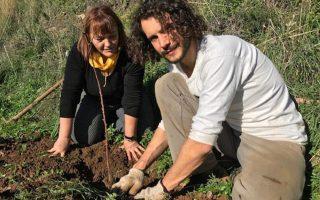 Ο Αλέξανδρος Λυμπερόπουλος με τη Reinhild Frech-Emmelmann, ιδιοκτήτρια εταιρείας σπόρων στη Γερμανία.