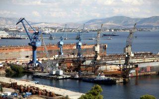 Δεν υποβλήθηκε προσφορά από την ONEX Shipyards –η οποία έχει εξαγοράσει τα ναυπηγεία Σύρου–, καθώς κύκλοι της αναφέρουν στην «Κ» πως έχουν ενστάσεις σχετικά με τη διαδικασία που ακολούθησε η KPMG, τις οποίες και έχουν γνωστοποιήσει σε όλους τους εμπλεκομένους.