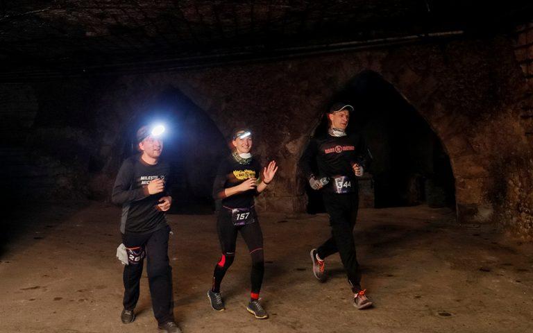 Αγώνας δρόμου δέκα χιλιομέτρων σε υπόγειο κελάρι