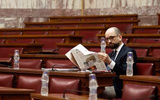 Η μεταμόρφωση του Κωνσταντίνου Μπάρκα – του αυτοπροσδιοριζομένου και ως ασκεπούς, λόγω της φαλάκρας του. Ο βουλευτής Θεσπρωτίας του ΣΥΡΙΖΑ φοράει πλέον γραβάτα και διαβάζει «Καθημερινή». Ενόψει πασοκοποίησης, ο ΣΥΡΙΖΑ εκπολιτίζεται.