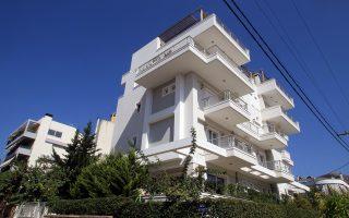 Η κυβέρνηση προτείνει ως όριο τις 250.000 ευρώ για την προστασία της πρώτης κατοικίας, ποσό που θεωρείται υπερβολικό τόσο από τις τράπεζες όσο και από τους θεσμούς.
