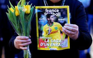 Οι ελπίδες για την ανεύρεση του 28χρονου ποδοσφαιριστή και του πιλότου σβήνουν, καθώς σταμάτησαν και οι έρευνες στη Μάγχη.