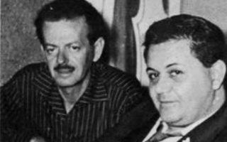 Ο Μάνος Χατζιδάκις με τον Βασίλη Τσιτσάνη, χρόνια μετά την περίφημη διάλεξή του για το ρεμπέτικο.