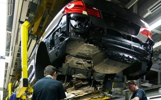 Η πρώτη γενιά αυτόνομων αυτοκινήτων των BMW και Daimler αναμένεται να κατασκευαστεί μετά το 2021. Τα οχήματα της πρώτης γενιάς θα λειτουργούν μέσω υπολογιστή και χαρτών υψηλής ευκρίνειας, ενώ θα κινούνται μόνο σε πίστες δοκιμών.