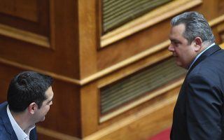to-vlemma-poy-antallaxan-a-tsipras-kai-p-kammenos-sti-voyli-fotografia0