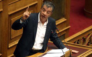 Ο επικεφαλής του Ποταμιού Σταύρος Θεοδωράκης μιλάει στην έκτακτη συνεδρίαση της Ολομέλειας της Βουλής με αντικείμενο την ενημέρωση της Βουλής των Ελλήνων για τα ζητήματα που άπτονται της τρέχουσας διαπραγμάτευσης με τους δανειστές, Αθήνα, τη Δευτέρα 30 Μαρτίου 2015. ΑΠΕ-ΜΠΕ/ΑΠΕ-ΜΠΕ/ΣΥΜΕΛΑ ΠΑΝΤΖΑΡΤΖΗ