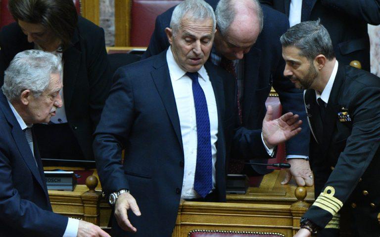 Η πρώτη εμφάνιση του Ευάγγελου Αποστολάκη στα υπουργικά έδρανα (φωτογραφίες)