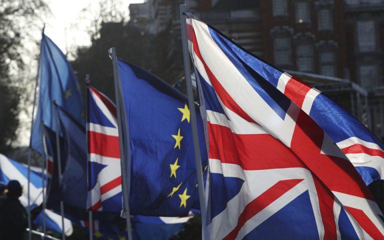 Βρετανία: Πτώση σημειώνει η στερλίνα καθώς ενισχύεται η πιθανότητα εκλογών