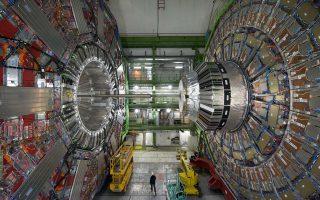 O ανιχνευτής CMS –μήκους 21 μέτρων, διαμέτρου 16 μέτρων και βάρους 12.500 τόνων–, που είναι τοποθετημένος σε υπόγεια σήραγγα στο CERN.