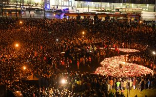 epa07290909 Gdansk residents gather with candles forming a huge heart in front of the Solidarnosc Square in Gdansk, Poland, 16 January 2019 where they paid homage to the deceased mayor of the city, Pawel Adamowicz. Mayor of Gdansk Pawel Adamowicz died in hospital on 14 January afternoon from wounds suffered in a Sunday evening knife attack during the 27th finale of the Great Orchestra of Christmas Charity in Gdansk.  EPA/Adam Warzawa POLAND OUT
