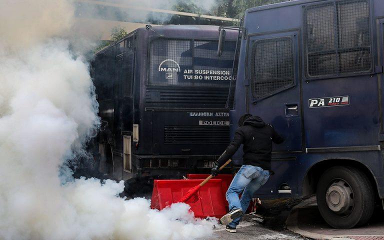 Σκληρή ανακοίνωση Γεροβασίλη κατά ανδρών των ΜΑΤ για τον τραυματισμό βουλευτή του ΚΚΕ