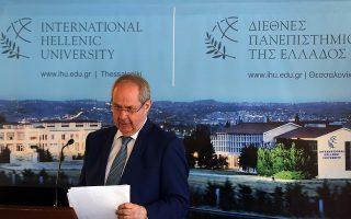 Ο παραιτηθείς πρόεδρος του Διεθνούς Πανεπιστημίου της Ελλάδος Κώστας Γραμμένος στην εκδήλωση παρουσίασης του Ιδρύματος, που έγινε τον Ιούνιο του 2016. Δυόμισι χρόνια μετά παραιτήθηκε, αρνούμενος να δεχθεί την υποβάθμιση του μόνου διεθνούς πανεπιστημίου της χώρας.