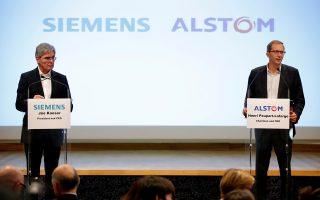 Οι διευθύνοντες σύμβουλοι της Siemens Τζο Κέζερ (αριστερά) και της Alstom Ενρό Πουπάρ - Λαφάρζ (δεξιά) ανακοινώνουν τη συγχώνευση των σιδηροδρομικών βραχιόνων των εταιρειών, τον περασμένο Σεπτέμβριο.