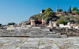 Τα σκαλιά των Μεγάλων Προπυλαίων, στην είσοδο του αρχαιολογικού χώρου της Ελευσίνας, που θα αποτελέσουν μέρος της ψηφιακής εμπειρίας.
