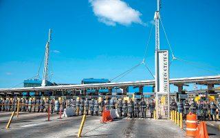 Αμερικανοί συνοριοφύλακες συμμετέχουν σε άσκηση ετοιμότητας την περασμένη Πέμπτη. Οι δήμαρχοι των παραμεθόριων περιοχών υποστηρίζουν ότι δεν υπάρχει «κρίση» στα σύνορα.