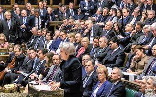 Η Βρετανίδα πρωθυπουργός Τερέζα Μέι υπέστη χθες τη σφοδρότερη ήττα στα βρετανικά κοινοβουλευτικά χρονικά, χάνοντας την ψηφοφορία για το Brexit με ψήφους 202 υπέρ και 432 κατά. Η Eυρωπαϊκή Eπιτροπή σημείωσε ότι η καταψήφιση της συμφωνίας φέρνει πιο κοντά το ενδεχόμενο άτακτης βρετανικής εξόδου, ενώ ο πρόεδρός της Ζαν-Κλοντ Γιούνκερ προέτρεψε τη Βρετανία να δηλώσει με σαφήνεια τι επιδιώκει. Ο επικεφαλής των Εργατικών Τζέρεμι Κόρμπιν κατέθεσε πρόταση δυσπιστίας, που θα τεθεί απόψε προς ψήφιση στη Bουλή, με ελάχιστες πιθανότητες επιτυχίας.