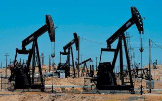 Το αργό Νέας Υόρκης εξασθένησε στα 52 δολάρια το βαρέλι, ενώ το πετρέλαιο τύπου Brent στο Λονδίνο είχε κάμψη 82 σεντς, στα 60,5 δολάρια το βαρέλι, λόγω στοιχείων για άνοδο της παραγωγής αργού των ΗΠΑ σε πρωτοφανή επίπεδα.