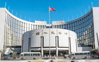 Στη διάρκεια του περασμένου έτους η Τράπεζα της Κίνας μείωσε πέντε φορές το ύψος των αποθεματικών που υποχρεούνται να διατηρούν οι κινεζικές τράπεζες, προκειμένου να ενισχυθεί ο δανεισμός ιδιαιτέρως προς τις μικρομεσαίες επιχειρήσεις.
