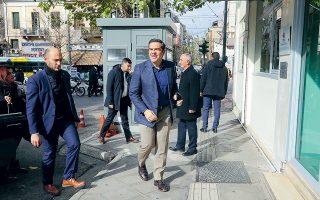 Ο Αλ. Τσίπρας προσέρχεται στα γραφεία του ΣΥΡΙΖΑ στην Κουμουνδούρου για τη συνεδρίαση της Πολιτικής Γραμματείας.